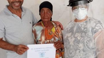 Idosa de 106 anos é a primeira a ser vacinada contra a Covid-19 em Espera Feliz