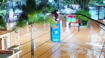 Enchente atinge o centro de Espera Feliz