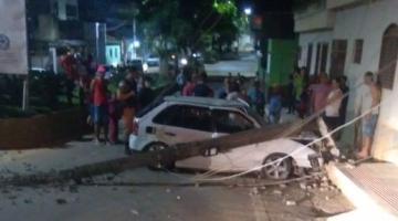 Motorista é perseguido pela PM e colide em poste em Dores do Rio Preto