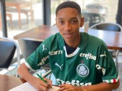 Jovem de Espera Feliz assina contrato com o Palmeiras