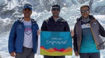 Beba um Caparaó na subida do Everest, a 5400 metros de altitude