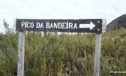 Frio abaixo de 0°C atraem turistas para o Pico da Bandeira