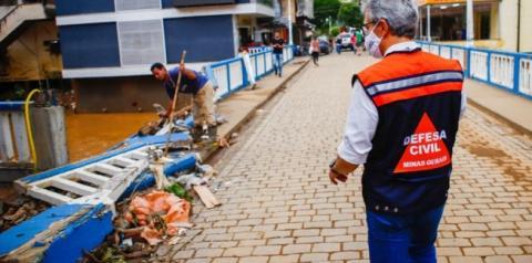 Zema visita Carangola e garante apoio após estragos causados pelas chuvas