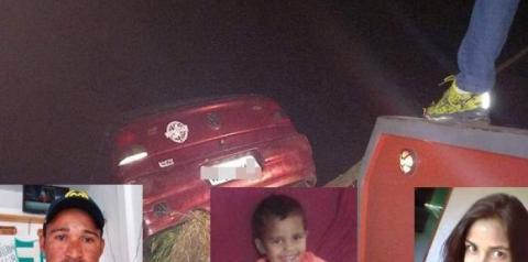 Casal e criança de 7 anos morrem após carro cair no Rio Carangola