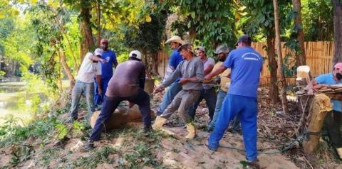 Prefeitura realiza mutirão de limpeza do Rio Carangola