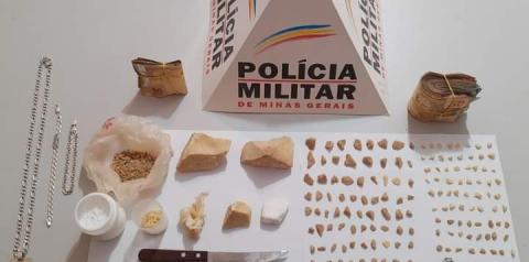 PM apreende drogas e prende dois por tráfico em Alto Jequitibá