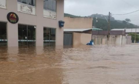 Vítimas da enchente vão receber o Cartão Reconstrução em Dores do Rio Preto