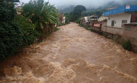 Nível do Rio Caparaó sobe e alerta toda a região