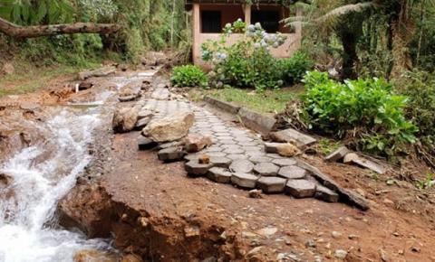 Pedra Menina recebe mutirão para reconstruir acessos do Parque do Caparaó