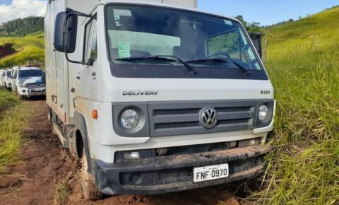 Caminhão atola e tentativa de furto de gado é frustrada em Alegre