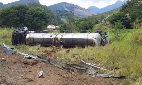 Acidente com carreta em São João do Manhuaçu