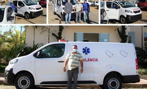 Dores do Rio Preto recebe nova ambulância