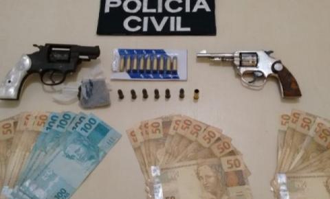 Armas e dinheiro são apreendidos em zona rural de Dores do Rio Preto
