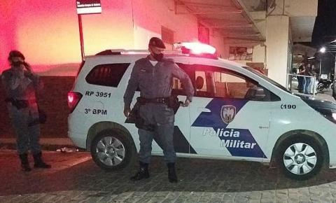 PM dispersa aglomeração e apreende drogas em Pedra Menina