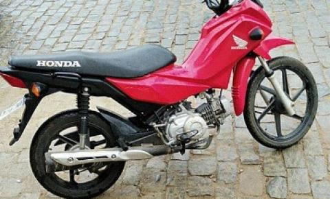 PM age rápido e consegue recuperar moto furtada em Pedra Menina