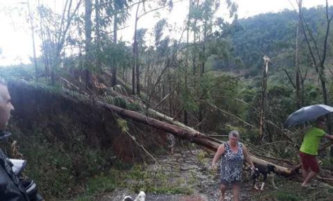 Temporal com queda de granizo causa estragos em municípios do Caparaó Capixaba