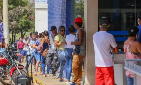 Lei Municipal de Espera Feliz responsabiliza próprios bancos por filas externas