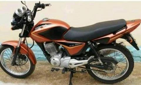 Bandidos furtam moto e vários pertences de uma família em zona rural de Carangola