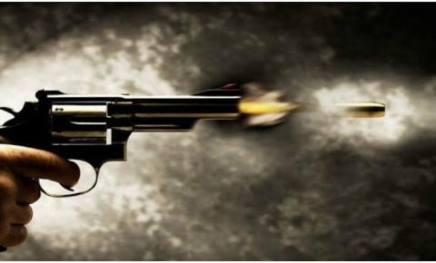 Mulher descobre que marido filmava filha no banho e briga termina em homicídio tentado  em Manhumirim