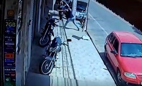 Homem é baleado dentro de bar em plena luz do dia em Guaçuí