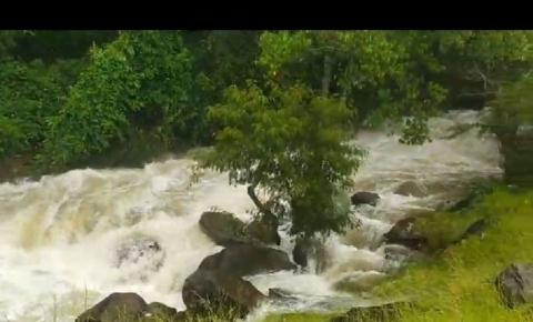 Rio Caparaó enche e deixa moradores da região apreensivos neste fim de semana.