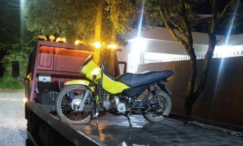 PM apreende moto irregular em Dores do Rio Preto