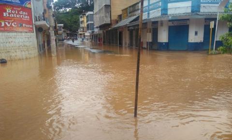 Balanço após chuva em Carangola aponta mais de mil desalojados