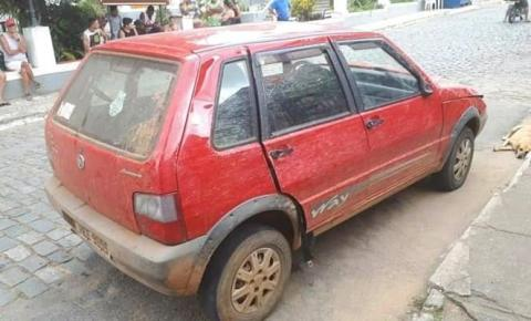 Fiat Uno utilizado para assaltos em Fervedouro e região é recuperado nas divisas de MG com RJ