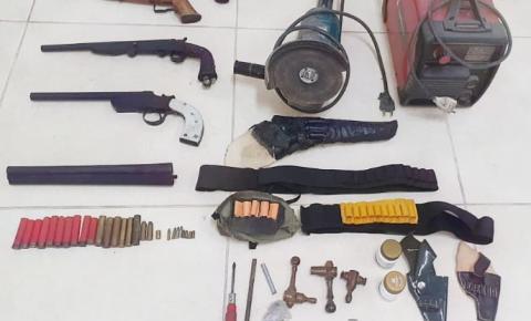 PM apreende armas e recupera produtos furtados em Guaçuí