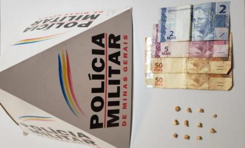 PM apreende drogas e dinheiro em Alto Jequitibá