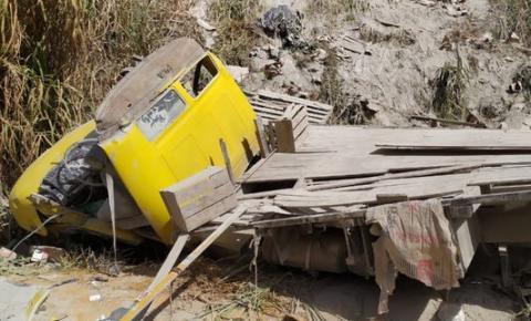 Caminhoneiro morre em acidente em Alegre