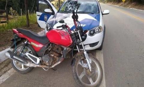 Moto furtada é encontrada no meio de cafezal em Dores do Rio Preto