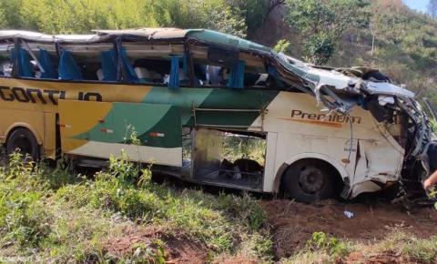 Poça d'água teria causado acidente de ônibus que matou 4 pessoas em Leopoldina