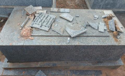 Homem é preso suspeito de danificar lápides de cemitério em Faria Lemos