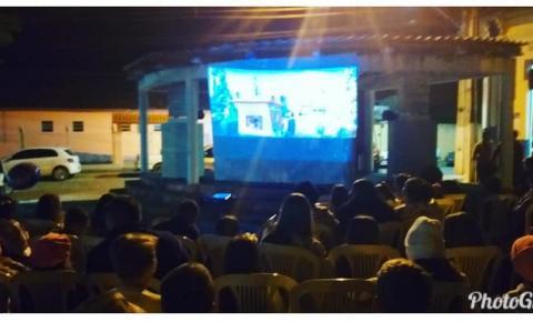 Prefeitura de Caiana realiza Cinema a céu aberto