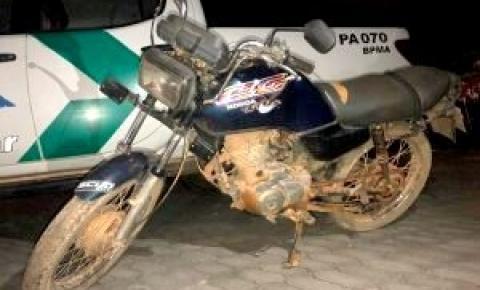 Moto é apreendida pela PM Ambiental em Dores do Rio Preto