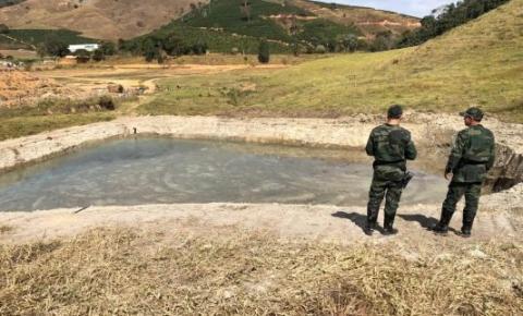 Perfuração de poço e extração de areia sem licença são flagrados em Dores do Rio Preto