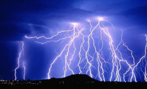 Dores do Rio Preto e cidades do Caparaó têm alerta para chuva e tempestade de raios