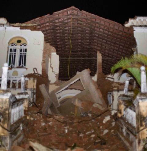 Paróquia São Sebastião, em Varre-Sai/RJ, desaba e igreja é interditada