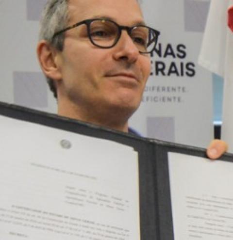 Zema assina decreto que incentiva cooperativismo na agricultura familiar e agroindústrias