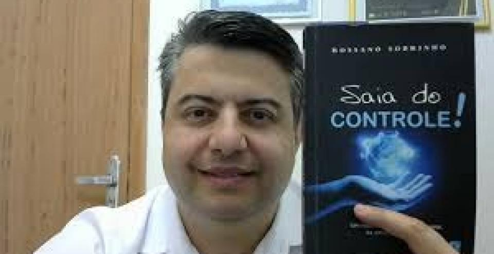 """Entrevista com Rossano Sobrinho sobre o lançamento do seu novo livro """"Saia do Controle"""""""
